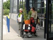Gärtnerinnen auf der Rückreise von England.jpg
